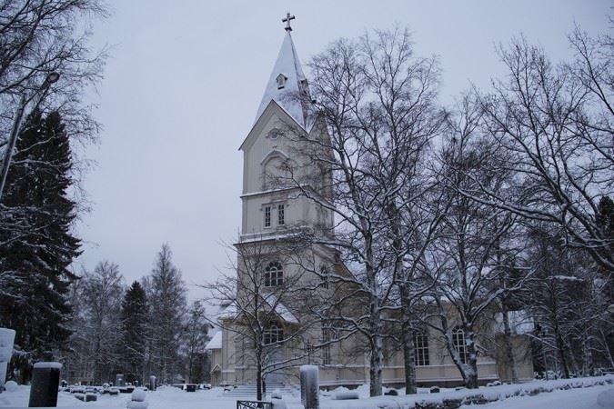 kuvia_Kirkko_Ylivieskan kirkko talvi (1)